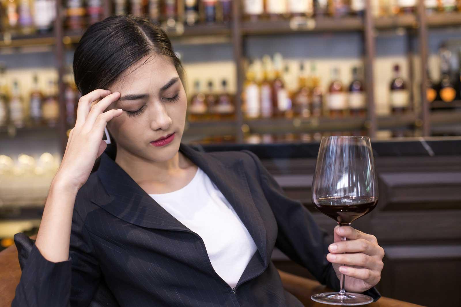 Can alcohol cause vertigo? - Dr. Kim Bell, DPT - San Diego Vertigo Doctor
